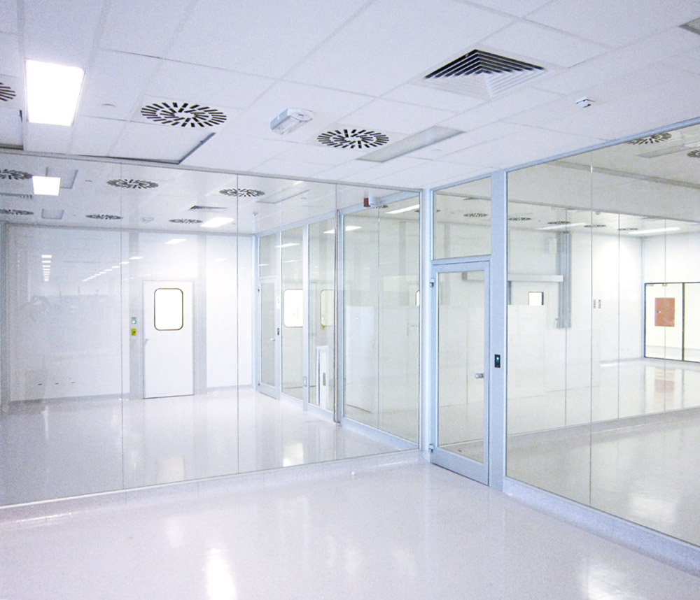 Cleanroom glass walls